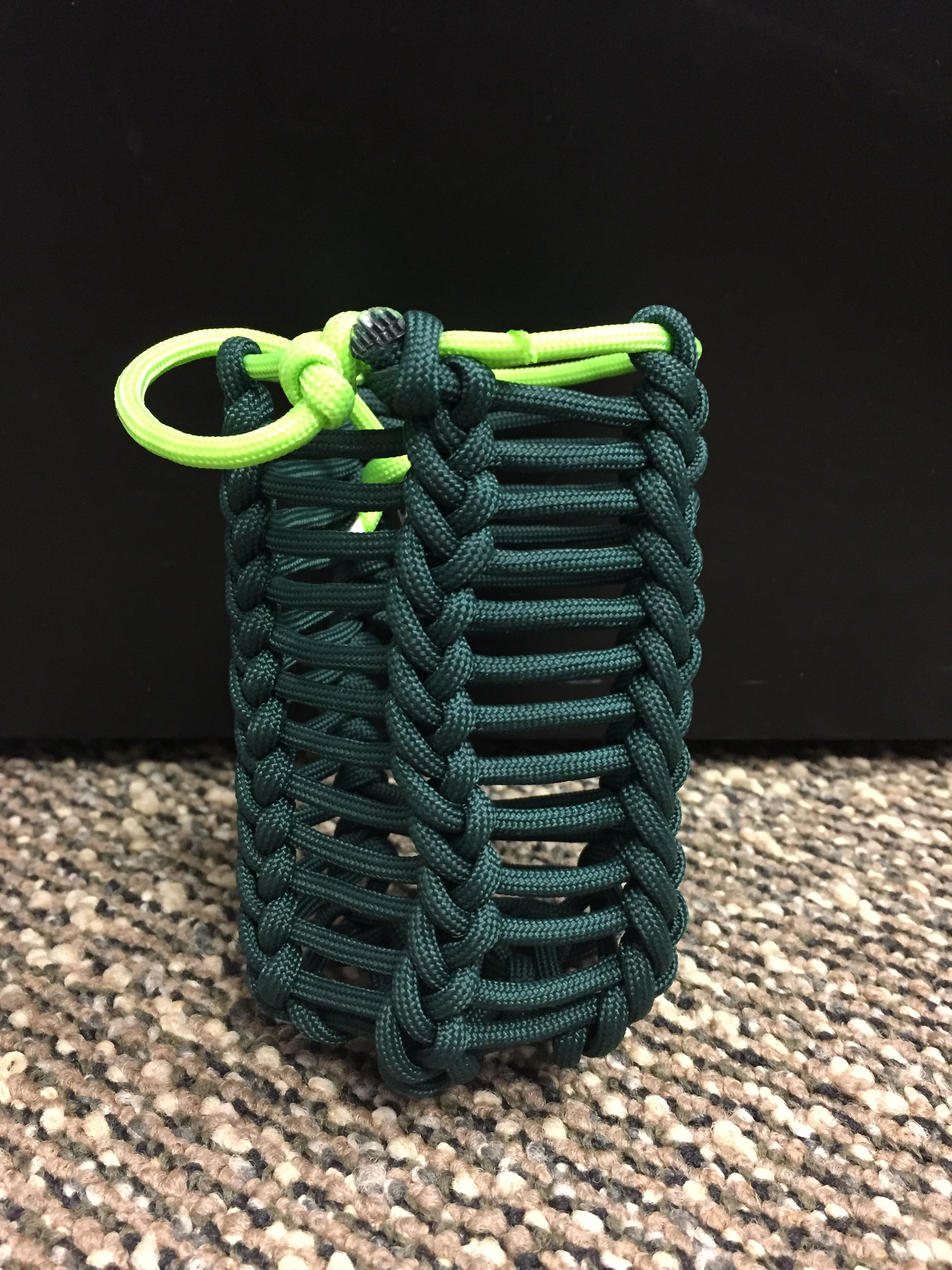 How to make a paracord koozie 1 color wild wolf pack for Paracord koozie how to make